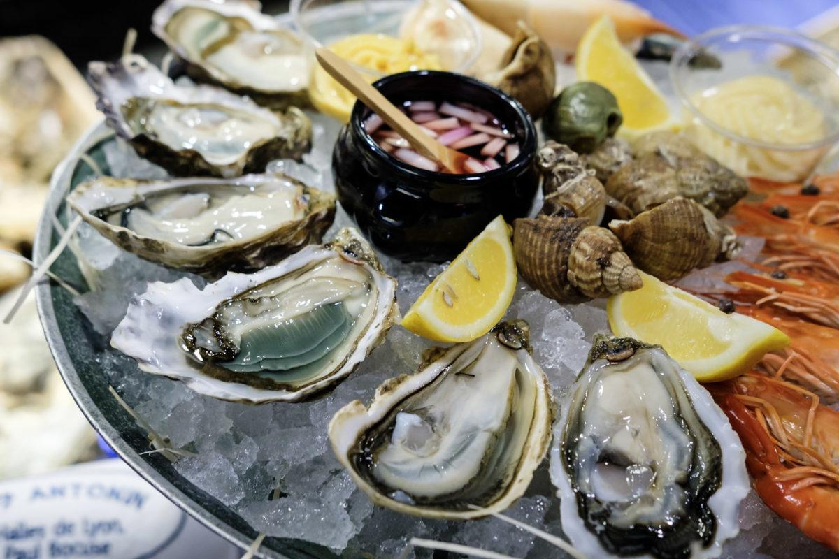 海鲜拼盘 - 生蚝和粉虾