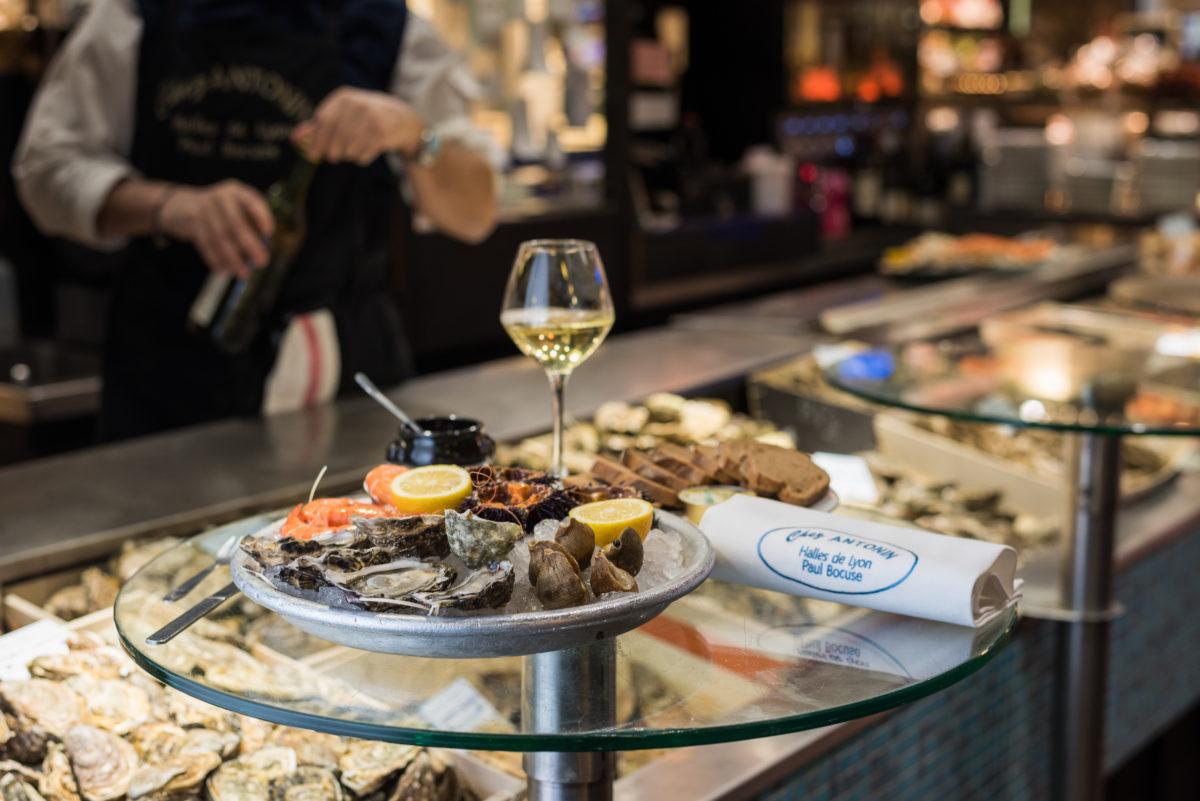 海鲜拼盘 - 生蚝和贝类